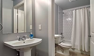 Bathroom, Room for Rent - Live in Central City, 2