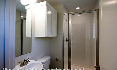 Bathroom, 606 SW B St, 1