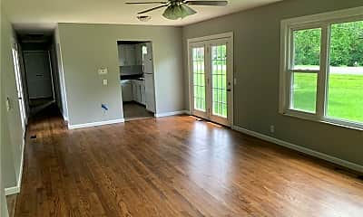 Living Room, 606 Hillcrest Dr, 1