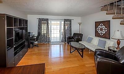 Living Room, 3210 Villa Pl, 1
