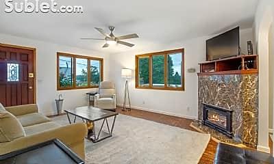 Living Room, 922 N 28th Pl, 1