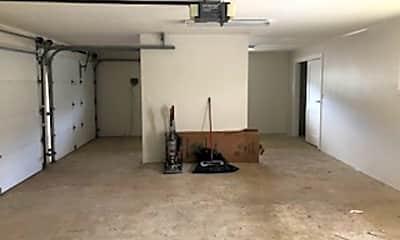 Living Room, 1007 Kuamauna St, 2