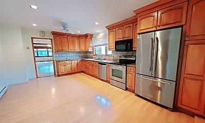 Kitchen, 1003 Shippan Ave, 1