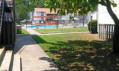 Summertree Apartments, 2