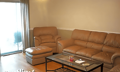Living Room, 1615 N Milwaukee Ave, 2