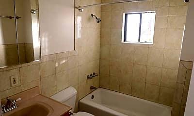Bathroom, 2842 Sierra St, 2