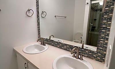 Bathroom, 703 Miramar Ln, 2