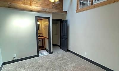 Living Room, 916 Washington Blvd, 2