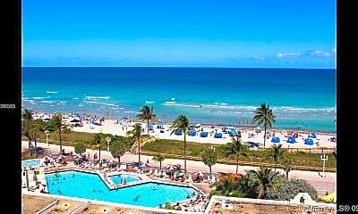 Pool, 101 N Ocean Dr 737, 1