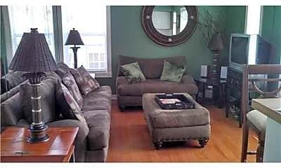 Living Room, 121 N Golfview Rd, 2