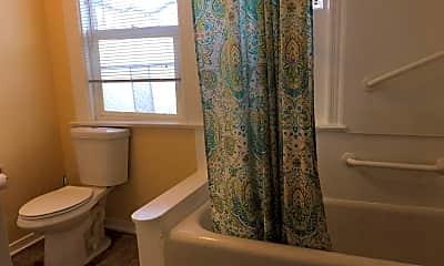 Bathroom, 1729 Everett St, 2