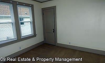 Bedroom, 725 W Corrington Ave, 2
