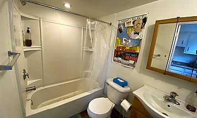 Bathroom, 338 Harmar St, 1