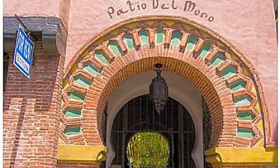 Patio Del Moro, 1