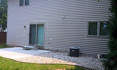 Building, 604 S John St, 2