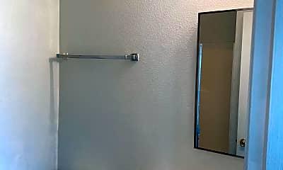 Bathroom, 621 15th St, 2
