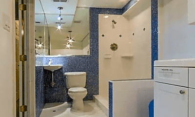 Bathroom, 1360 Skyline Blvd, 2