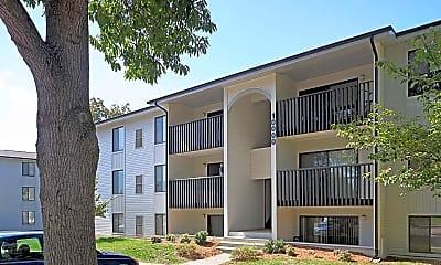 Building, Foxridge Apartment Homes, 2