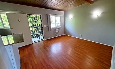 Living Room, 6447 N Figueroa St, 2