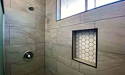 Bathroom, 753 Worcester Ave, 2