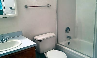 Bathroom, 1006 W Mead Ave, 2