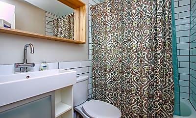 Bathroom, 821 N 3rd St 2, 2