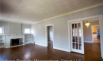Building, 422 Berkley Rd, 1