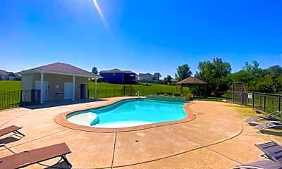 Pool, 802 Oakbrook Pl, 2
