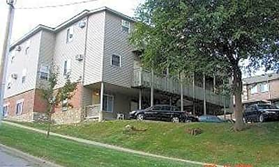 Building, 532 S Dubuque St, 2