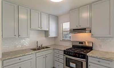 Kitchen, Room for Rent - Houston PadSplit 0.3 miles to bus, 0