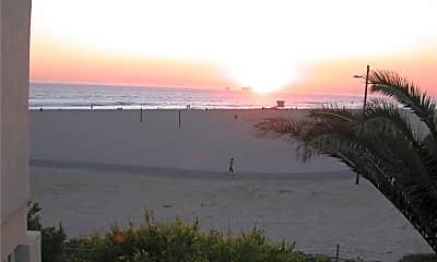 711 Pacific Coast Hwy 412, 1