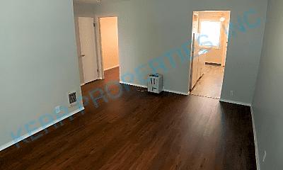 Living Room, 5704 NE Hassalo St, 1