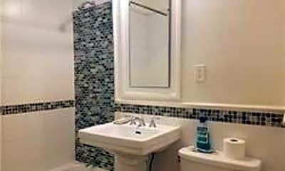 Bathroom, 111 7th St 212, 2