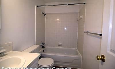 Bathroom, 803 W Prairie St, 2
