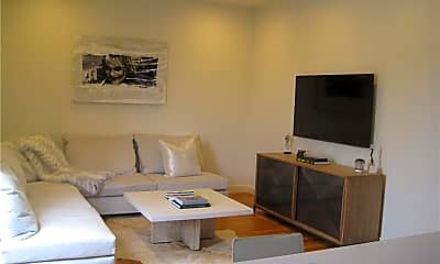Living Room, 4132 Magazine St C, 1