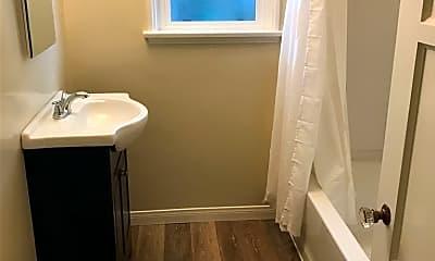 Bathroom, 1019 Roxbury Dr, 2