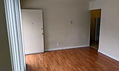Living Room, 939 N 4th St, 1