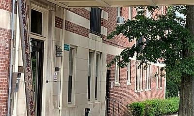 100 West University Apartments, 2