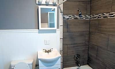 Bathroom, 3008 Seward St, 2