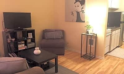Living Room, 524 Highland Dr, 2