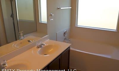Bathroom, 913 Lauren St, 2