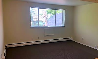 Living Room, 2835 W Kilbourn Ave, 2