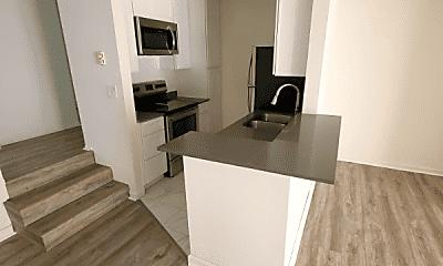 Living Room, 909 Westbourne Dr, 2