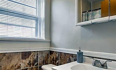 Bathroom, 118 N 30th St 2, 2
