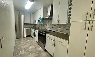 Kitchen, 2812 North Auburn Court F203, 1