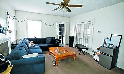 Living Room, 2044 Iuka Ave, 0