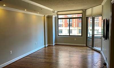 Living Room, 3600 S Glebe Rd 318W, 1
