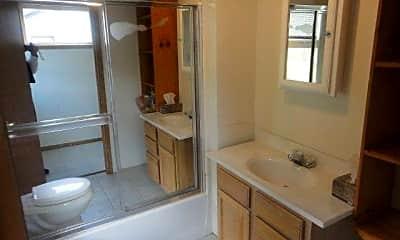 Bathroom, 513 1st St, 1