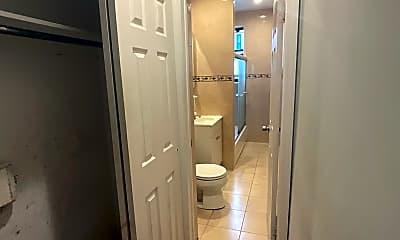 Bathroom, 815 W 180th St 42, 2