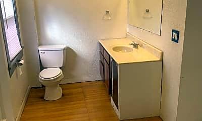 Bathroom, 820 E Summit St, 2